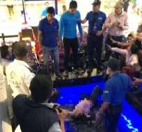 Joven cayó del tercer piso de un centro comercial en Manta. Foto: Twitter