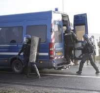 """Centenares de """"chalecos amarillos"""" desalojados de frontera franco-española. Foto: AFP"""