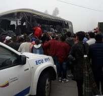Al menos 6 muertos en accidente de tránsito en Cañar.