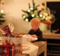 Un niño frustrado con sus regalos de Navidad llamó a la policía. Foto: Pixabay