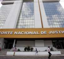 Juicio contra Rafael Correa y Pablo Romero seguirá suspendido por estar prófugos. Foto: Archivo