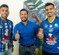 MANTA, Ecuador.- Mauro Rezabala, gerente del Delfín presentó a Sergio López (izquierda) y Luis Silva.