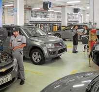 QUITO, Ecuador.- La rebaja aplica para varios productos importados de consumo masivo e industrial, como autos. Foto: Referencia.