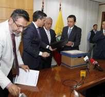 Carlos Pérez entregó a Contraloría informes de irregularidades detectadas en cinco proyectos de Petroecuador. ComunicaciónEc