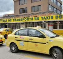 CUENCA, Ecuador.- Cerca de 3600 taxistas contarán en las próximas semanas con una tarjeta de subsidio. Foto: @SmariuxiAF