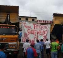 QUEVEDO, Ecuador.- Transportistas pesados de Quevedo hacen plantón y piden derogar el decreto 619. Foto: Cortesía