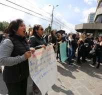 ECUADOR.- Según los funcionarios, los están obligando a renunciar con fecha 31 de diciembre. Foto: API