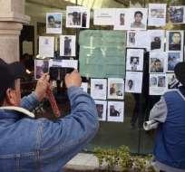 MÉXICO.- En una iglesia de Tlahuelilpan, en el estado de Hidalgo, se congregan varios pobladores. Foto: AFP