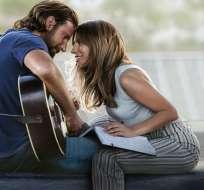 """Bradley Cooper, a la izquierda, y Lady Gaga en una escena de """"A Star is Born"""". Foto: AP."""