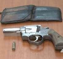 GUAYAQUIL, Ecuador.- Adolescente portaba un arma de fuego y pertenencias ajenas. Foto: Captura.