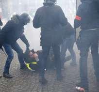 Chalecos amarillos siguen presionando a Macron con protestas. Foto: AP