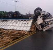 En el percance estaban involucrados un bus de transporte interprovincial y un camión. Foto: Cortesía