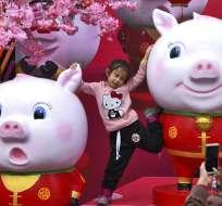 Beijing y otras ciudades se adornan con lámparas y otras decoraciones. Foto: AP