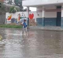 Al menos 15 barrios de Manta afectados por intensa lluvia.
