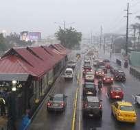 El Inamhi informó acerca de los efectos del aguacero en Guayaquil y otras ciudadades costeras. Foto: @abrahan_avelino.