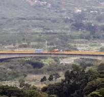Decenas de camiones con ayuda estadounidense llegaron a la frontera de Colombia con Venezuela. Foto: Archivo AFP