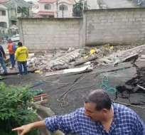 Personal de Gestión de Riesgos en el sitio realizó trabajos de demolición de paredes. Foto: Captura