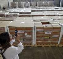 Cajas con ayuda humanitaria para Venezuela dentro de un almacén en el Puente Internacional Tienditas en Cúcuta. AFP