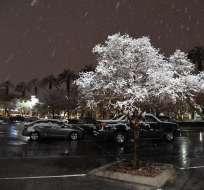 LAS VEGAS, EE.UU.- La nevada afectó los vuelos en el aeropuerto y el tránsito en las carreteras. Foto: AFP