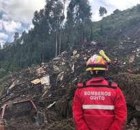 Los bomberos usaron equipos que detectan signos vitales bajo la tierra sin que éstos emitieran una alerta. Foto: Bomberos Quito