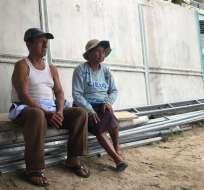 Delfina Borbor vende agua desde hace 40 años en Salinas. Foto: Alondra Santiago.