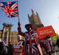 LONDRES, Reino Unido.- La primera ministra May trata de alcanzar un acuerdo que acepten los diputados británicos. Foto: AFP.