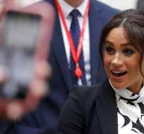 Meghan, la duquesa de Sussex, sale del King's College tras participar en una charla por el Día Internacional de la Mujer. AP.