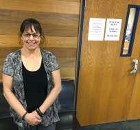 Lori Ann Bourgeois durante una entrevista frente a un tribunal en donde se lleva a cabo el Tribunal de Tratamiento de Veteranos.