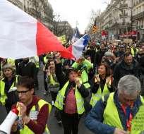 """Los """"chalecos amarillos"""" se enfrentan a la policía en París. Foto: AFP"""