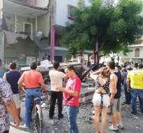GUAYAQUIL, Ecuador.- Autoridades no reportan heridos debido al colapso del inmueble de construcción mixta. Fotos: Cortesía ATM.