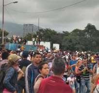 COLOMBIA.- La crecida del río Táchira motivó la masiva movilización de los ciudadanos venezolanos. Foto: Twitter