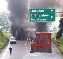 BABAHOYO, Ecuador.- Un grupo de manifestantes cerró la vía Buena Fe-Quevedo, a la altura de anillo vial. Foto: Cortesía