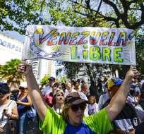 CARACAS, Venezuela.- Miles de personas recorren las calles de la capital en una nueva jornada de manifestaciones. Foto: AFP