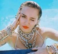 Miley Cyrus es captada en salida con Liam Hemsworth sin una gota de maquillaje. Foto: IG