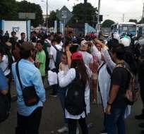 Estudiantes de medicina aún esperan cupo para realizar internado. Foto: Referencial