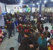 ECUADOR.- Unos 1.000 extranjeros salieron desde terminal terrestre de Tulcán hacia frontera sur. Foto: Paola Andrade / Ecuavisa