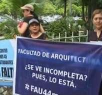 Maestros protestan por despidos en U. de Guayaquil. Foto: Captura de video