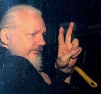 INGLATERRA.- Diputados alemanes y españoles protestan afuera de cárcel de Londres donde Assange está detenido. Foto: Archivo