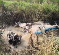 LA TRONCAL, Ecuador.- En los restos de la aeronave se encontraron balas y canecas de combustible. Foto: FF.AA.
