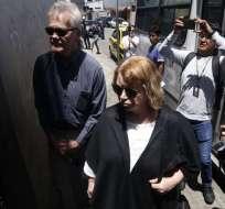 Dag Gustafsson y Gorel Bini en la puerta del centro de detención en Quito. Foto: API