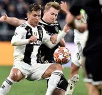 Cristiano disputando un balón con Matthijs de Ligt.