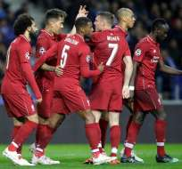 El Liverpool festeja la victoria ante el Porto.