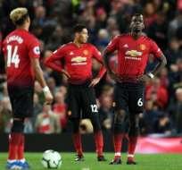 Jugadores del Manchester United, sorprendidos por la derrota.