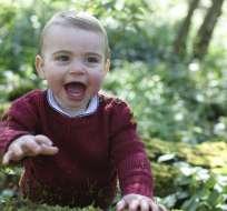 Luis es quinto en la línea sucesoria al trono por detrás de su abuelo, el príncipe Carlos. Foto: AP.
