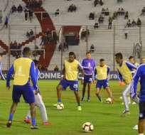 Emelec trabajando en el estadio Tomás Adolfo Ducó de Argentina.