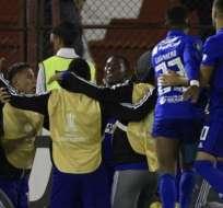 Los jugadores de Emelec celebrando una anotación ante Huracán.