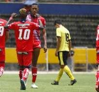 Jugadores de El Nacional, celebrando un gol.