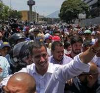 Propuesta surgió de sindicatos del sector público, según presidente interino de Venezuela. Foto: AFP