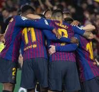 Jugadores del FC Barcelona, celebrando el gol del triunfo.