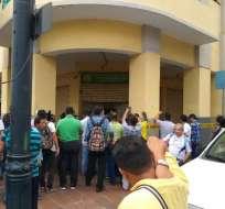 Robo en entidad financiera deja un herido en Guayaquil. Foto: Twitter